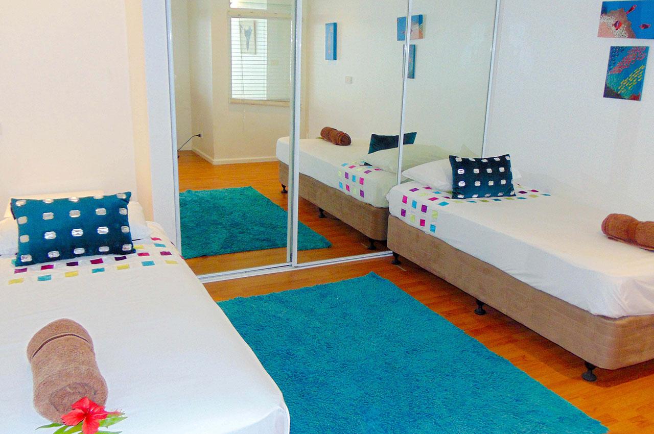 Downstairs Bedroom n°3 - Two single beds